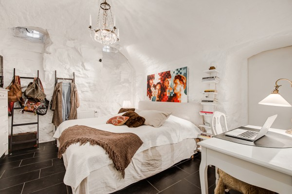 12-White-bedroom-600x399