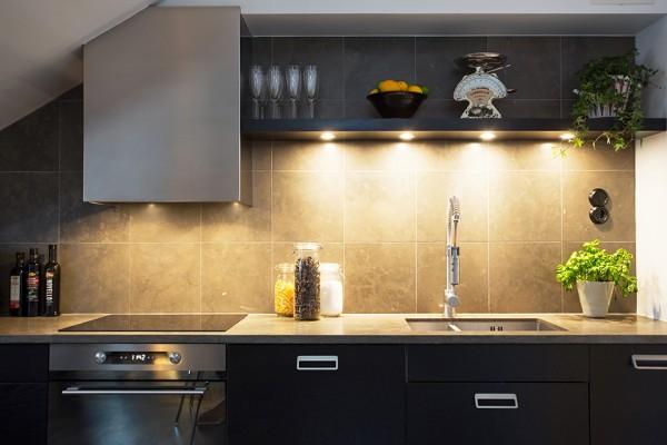 3-Black-kitchen-cabinets-600x400