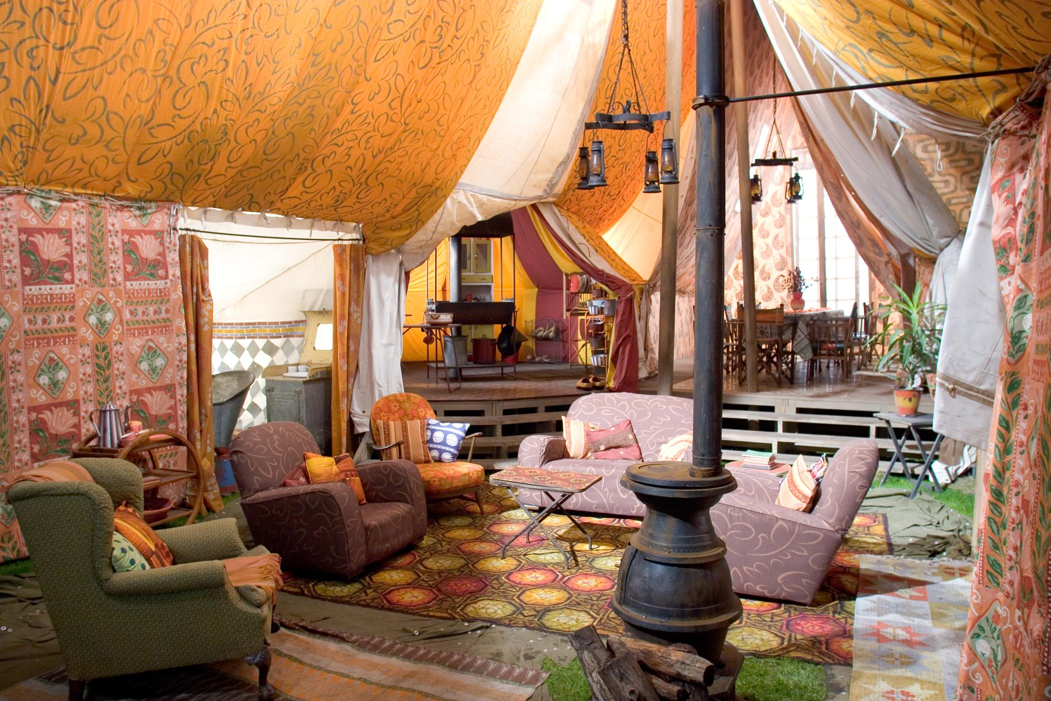 bohemian-interior-design-for-enchanting-living-room-in-the-attic-with-bohemian-interior-in-house-landscaping
