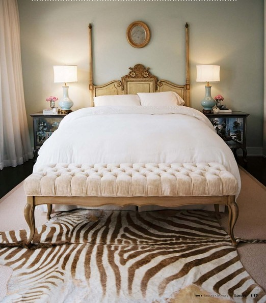 tufted-bench-zebra-rug-animal-print-chinoiserie-bed-side-night-stands-blue-lamps-lonny-bedroom
