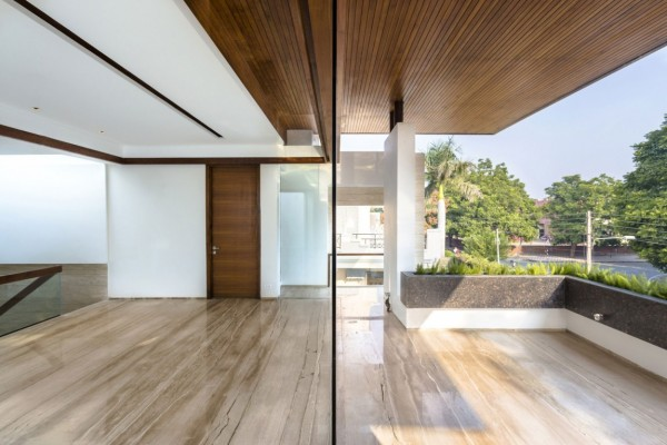 wood-paneled-ceiling-600x400