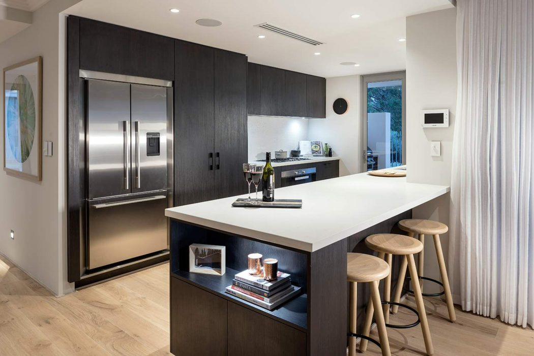 031-larsson-residence-webb-brownneaves-1050x701
